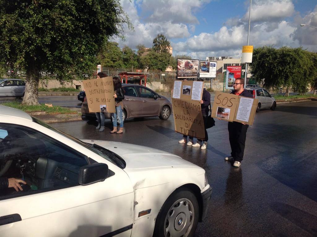 protesta via basile impianto carburante